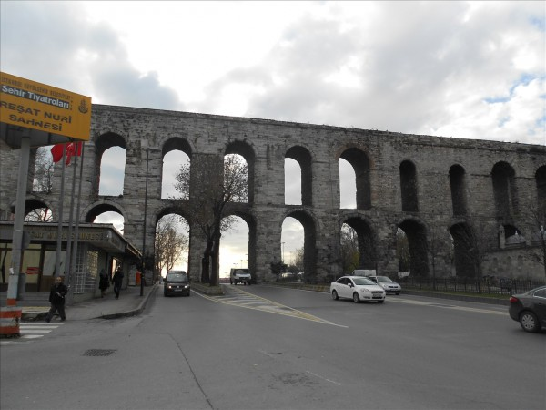 イスタンブールにある古代ローマの水道橋