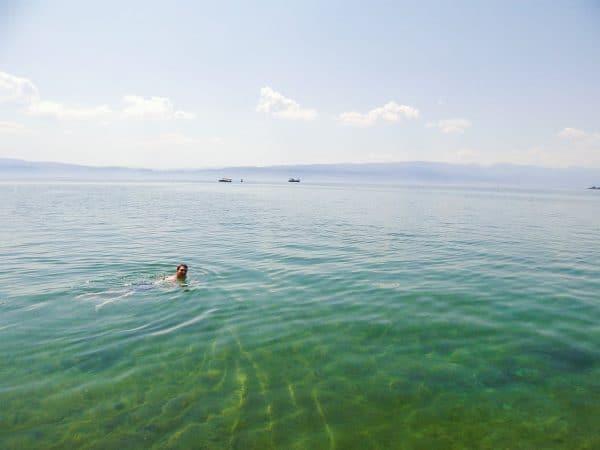オフリド湖で泳ぐ
